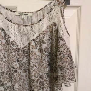 3 for $30 Open shoulder top with lace
